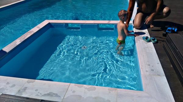 Тёплый бассейн