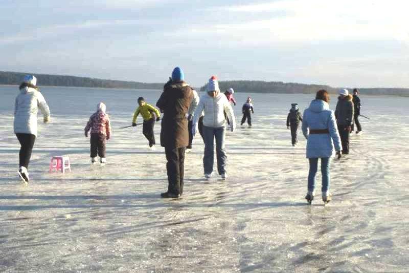 На коньках по озеру Сынтул